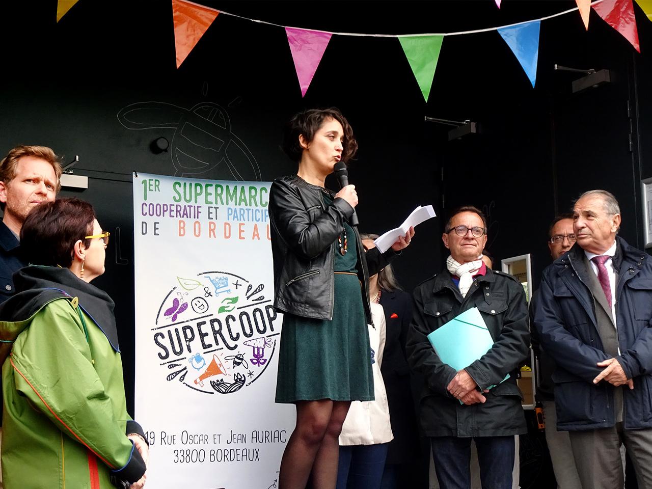 Tribune lors de l'inauguration du 17 mai à Supercoop rue Oscar et Jean Auriac